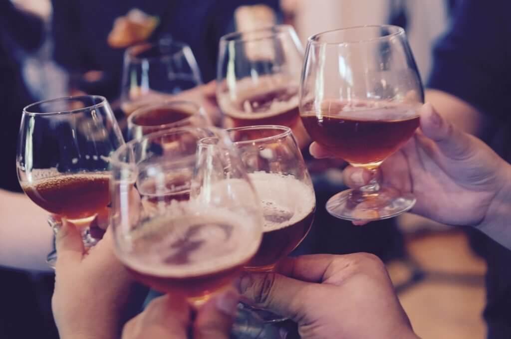 【えっ!本当に?】お酒の飲みすぎはあなたの肌をダメにする!?